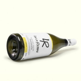 Godello Lar de Ricobao es un vino de la Ribeira Sacra, donde mejor se expresa el Godello: honesto y limpio, fresco y agradable.