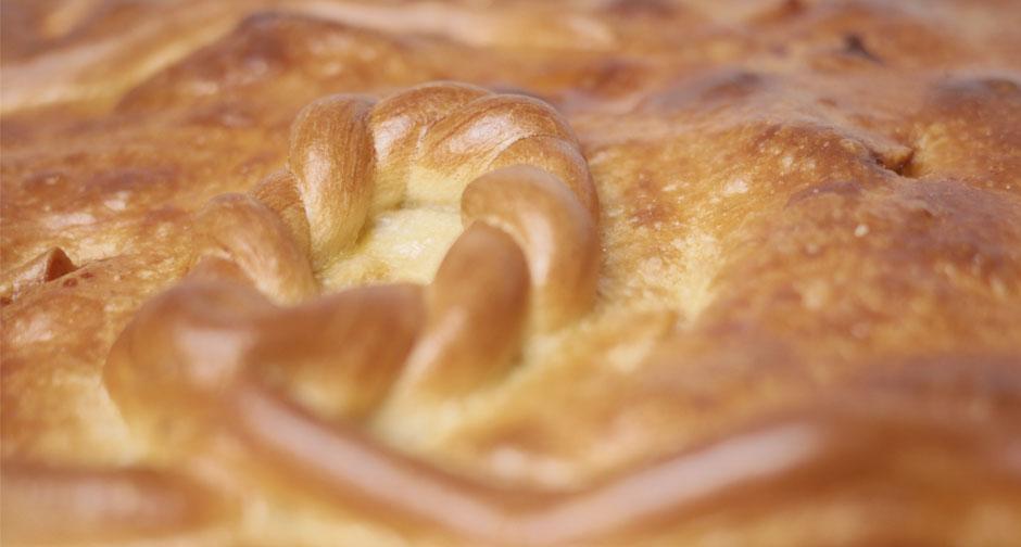 Si quieres comprar empanada gallega online tienes que probar la de Luis. No encontrarás una empanada gallega a domicilio más artesana y sabrosa.