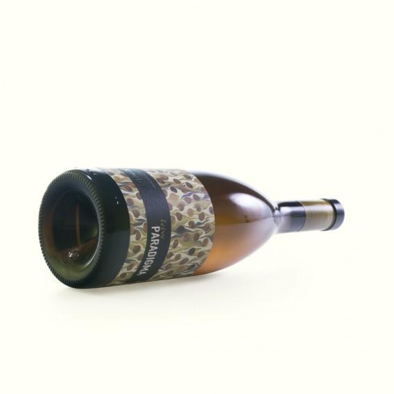 Vino blanco, coupage de treixadura, albariño y loureira: Paradigma, criado en Esposende en las laderas del Avia. DO Ribeiro