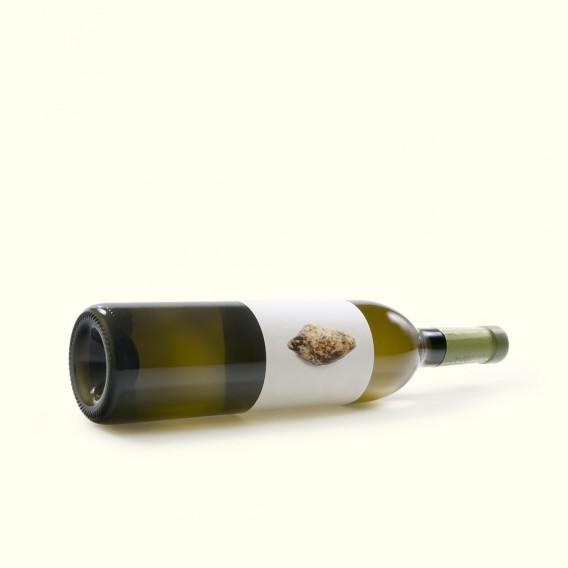 """Vino blanco, uva albariña, criado en los """"penedos graníticos"""" del valle del Umia. Pedralonga DO Rias Baixas."""
