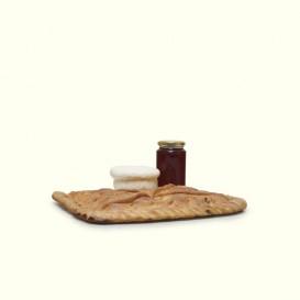 Empanada tradicional gallega,acompañada de miel de flores silvestres, y queso de O Cebreiro