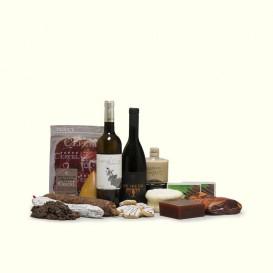 Para toda la familia, para las visitas, para ti: quesos, embutidos, conservas, pastas, membrillo, dulces, vinos, licores.