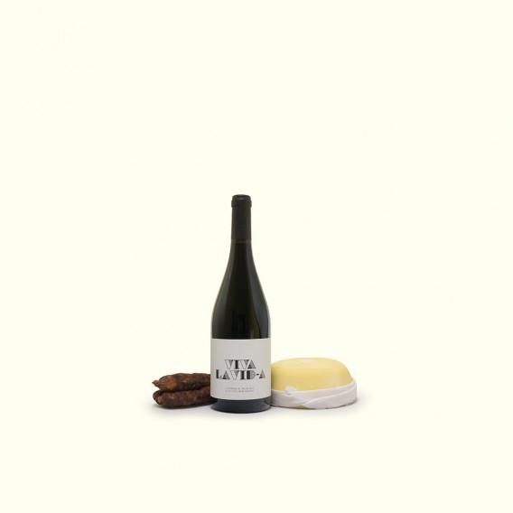 Un vino único, un queso y unos chorizos como los de antes, tambien únicos. Es la vida que merece ser vivida
