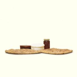 Cesta con dos empanadas tradicionales gallegas, queso de pasta fresca O Cebreiro,tarro de miel y dulce de membrillo artesano.