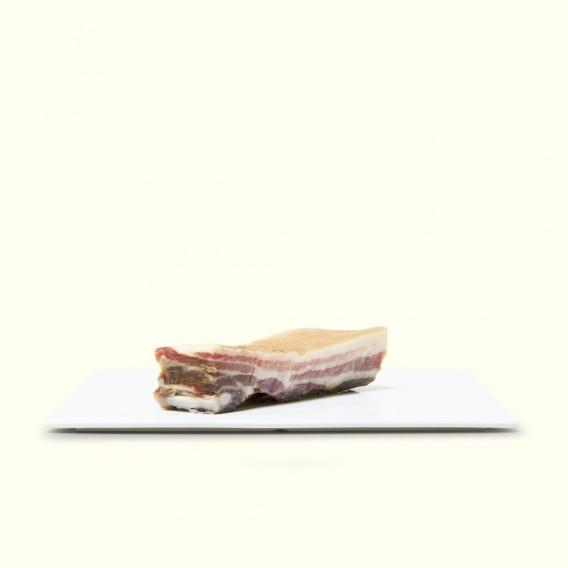 Panceta salada de cerdo, de produdcción artesanal para hacer cocido gallego
