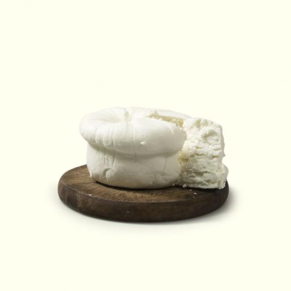 Queso do cebreiro elaborado por Pilar con la leche cruda de sus vacas: un real y exquisito placer de origen medieval.