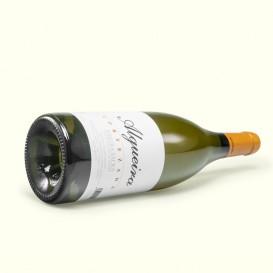 Algueira Cortezada es un fresco y valiente vino blanco de Godello, Albariño y Treixadura. Un sueño hecho realidad.
