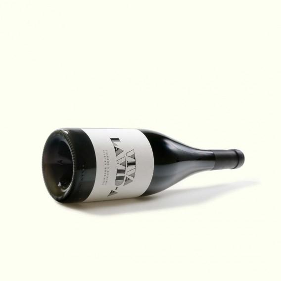 Viva la vida es el tinto familiar de Lagar de Costa. Elaborado con cepas viejas de Espadeiro, la uva tinta de las Rias Baixas.