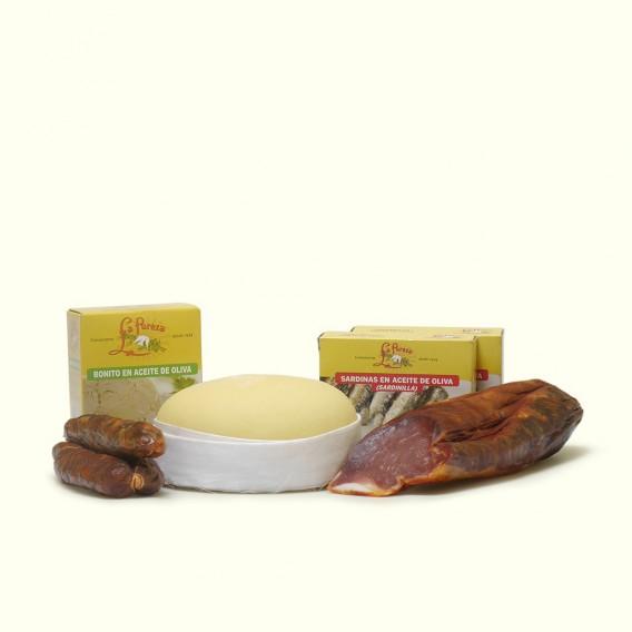Elaboración artesanal siguiendo métodos tradicionales: queso de vaca, chorizo, lomo de porco celta, bonito y sardinillas.