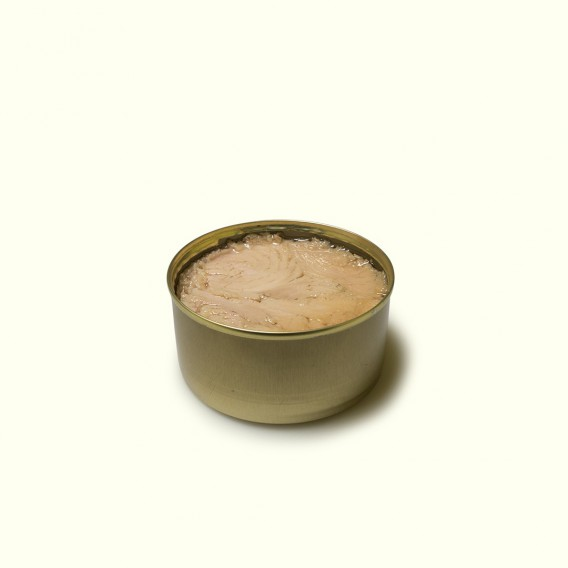 lata de bonito en aceite de oliva, elaborado siguiendo la tradición y metodos artesanos en el pueblo marinero de Cariño.