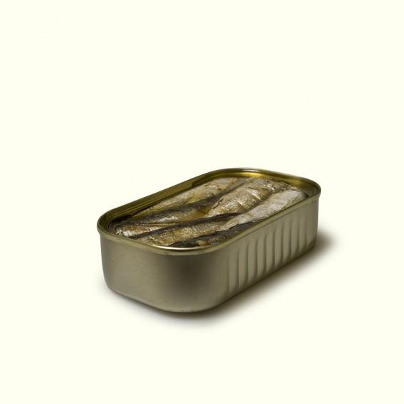 lata de sardinillas en aceite de oliva, elaboradas siguiendo la tradición y métodos artesanos en Cariño.