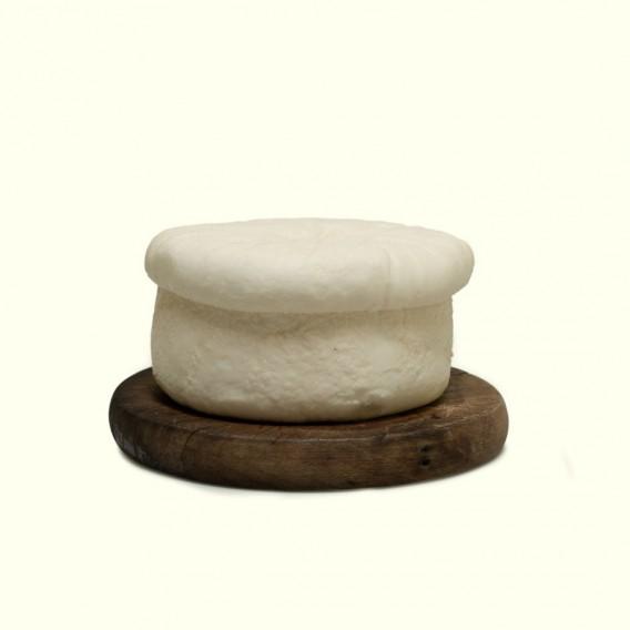 Queso elaborado con pasta fresca de leche de vaca,receta tradicional de O Cebreiro